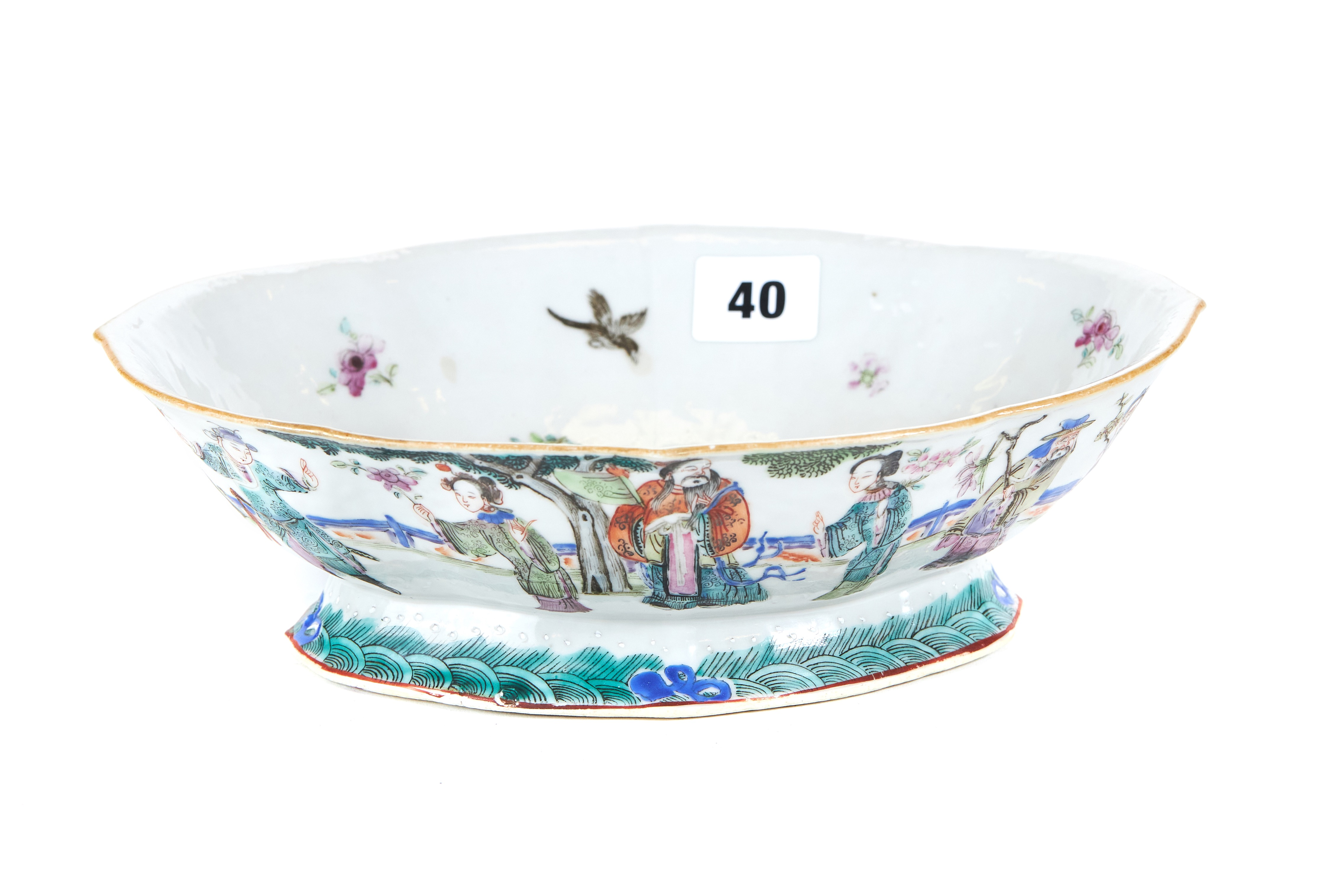 AN EARLY 19TH CENTURY CHINESE PORCELAIN DISH of lobed oval form,