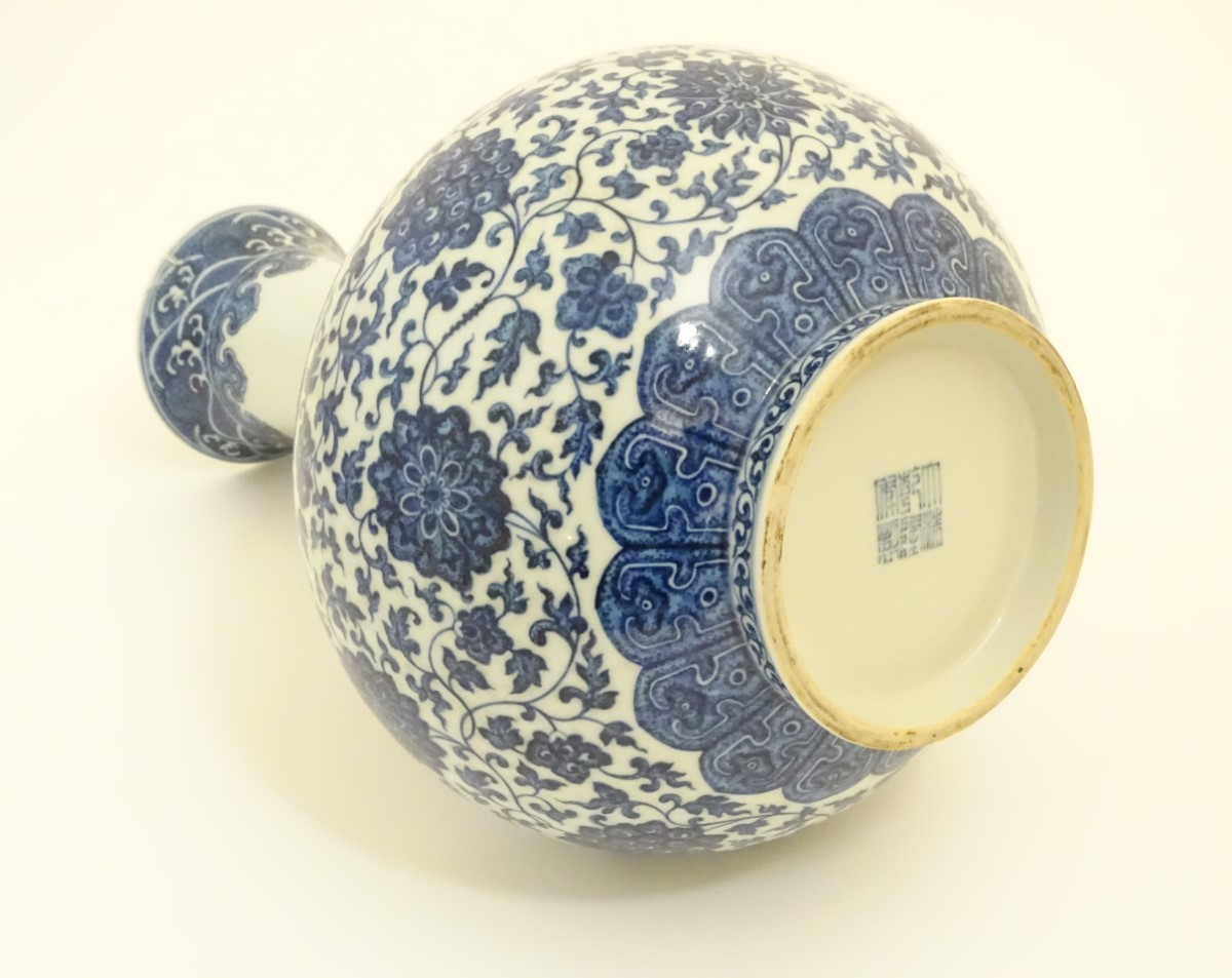 Lot 2 - A Chinese blue and white 'Shang Ping' vase decorated with a broad band of flowers and scrolling