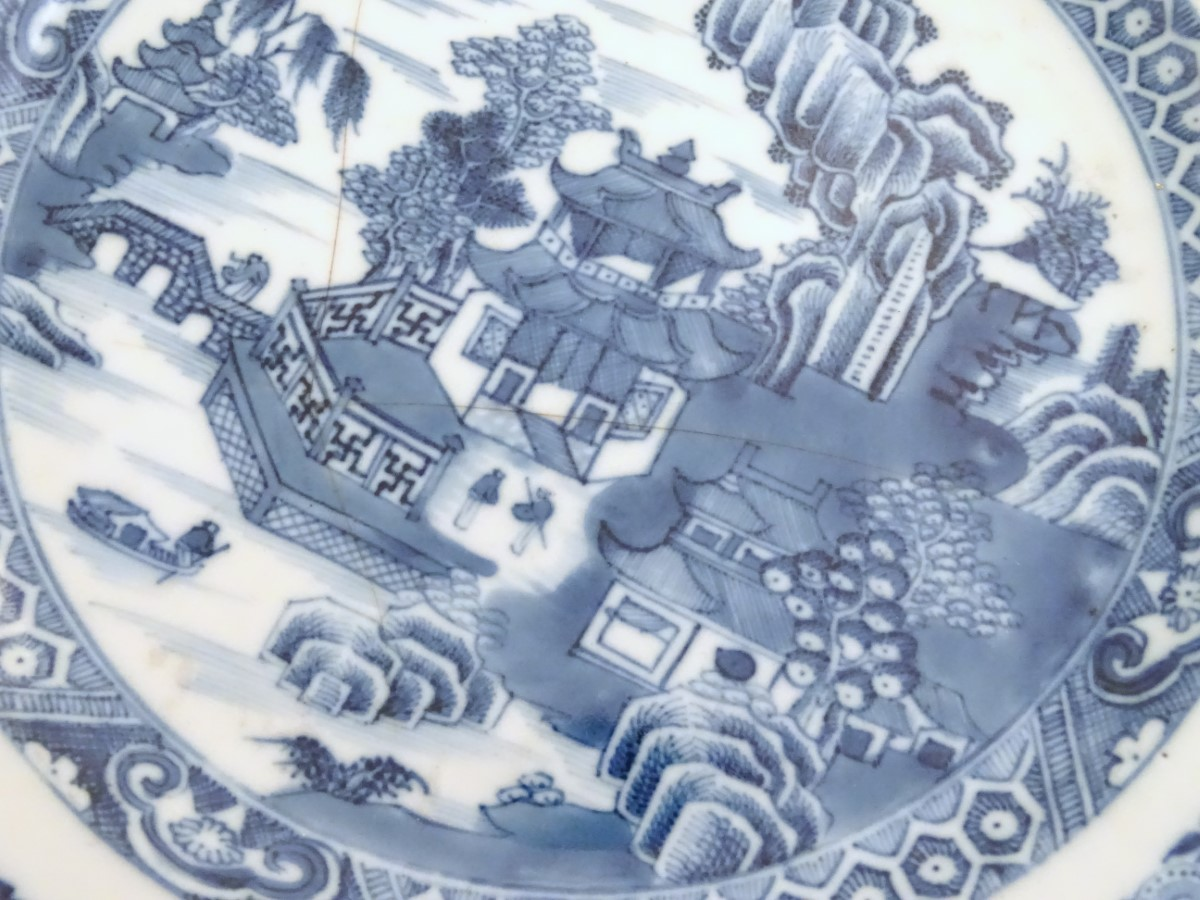 Lot 3 - A collection of 5 Chinese plates to include; A pair of blue and white Chinese bowls ,