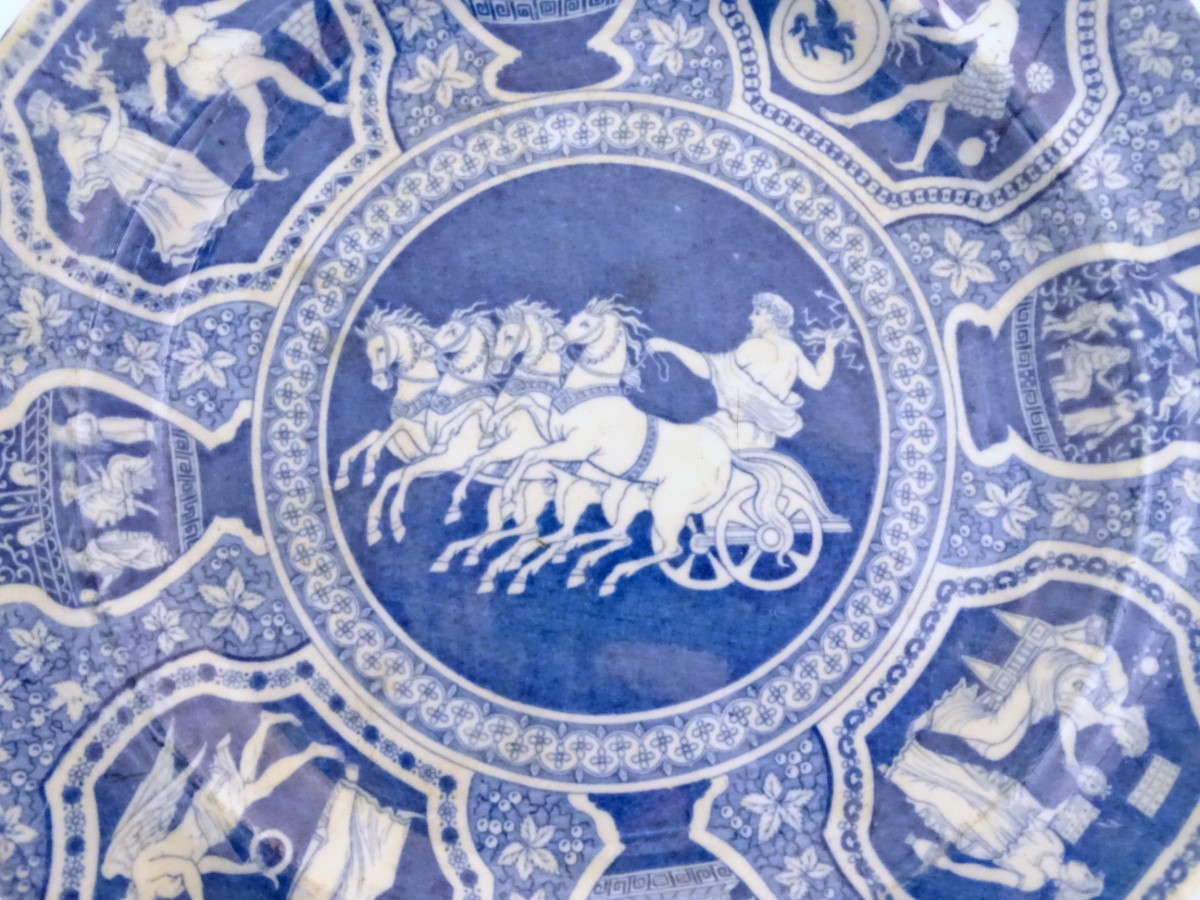 Lot 35 - Two 19thC blue and white Spode plates, one decorated with a Grecian pattern,