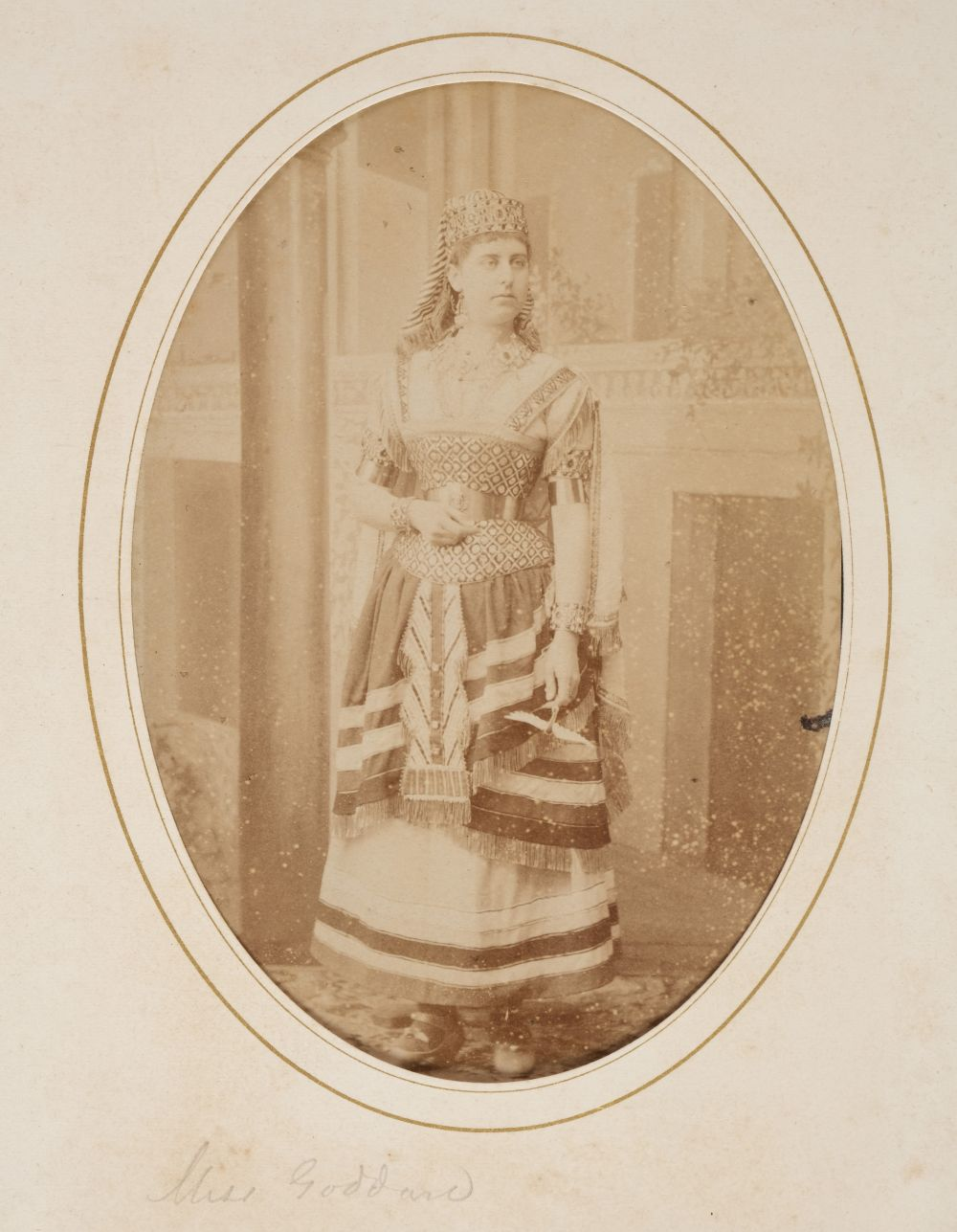 * Cartes de visite. A group of 3 albums of cartes de visite and cabinet cards - Image 19 of 26