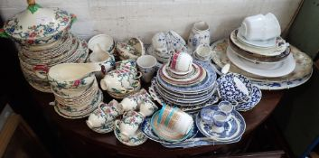 A COLLECTION OF VICTORIAN STAFFORDSHIRE WILLOW PATTERN PLATES