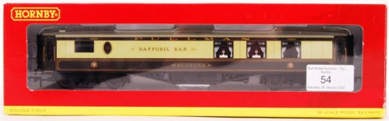 HORNBY 00 GAUGE BOXED RAILWAY COACH WITH LIGHTS
