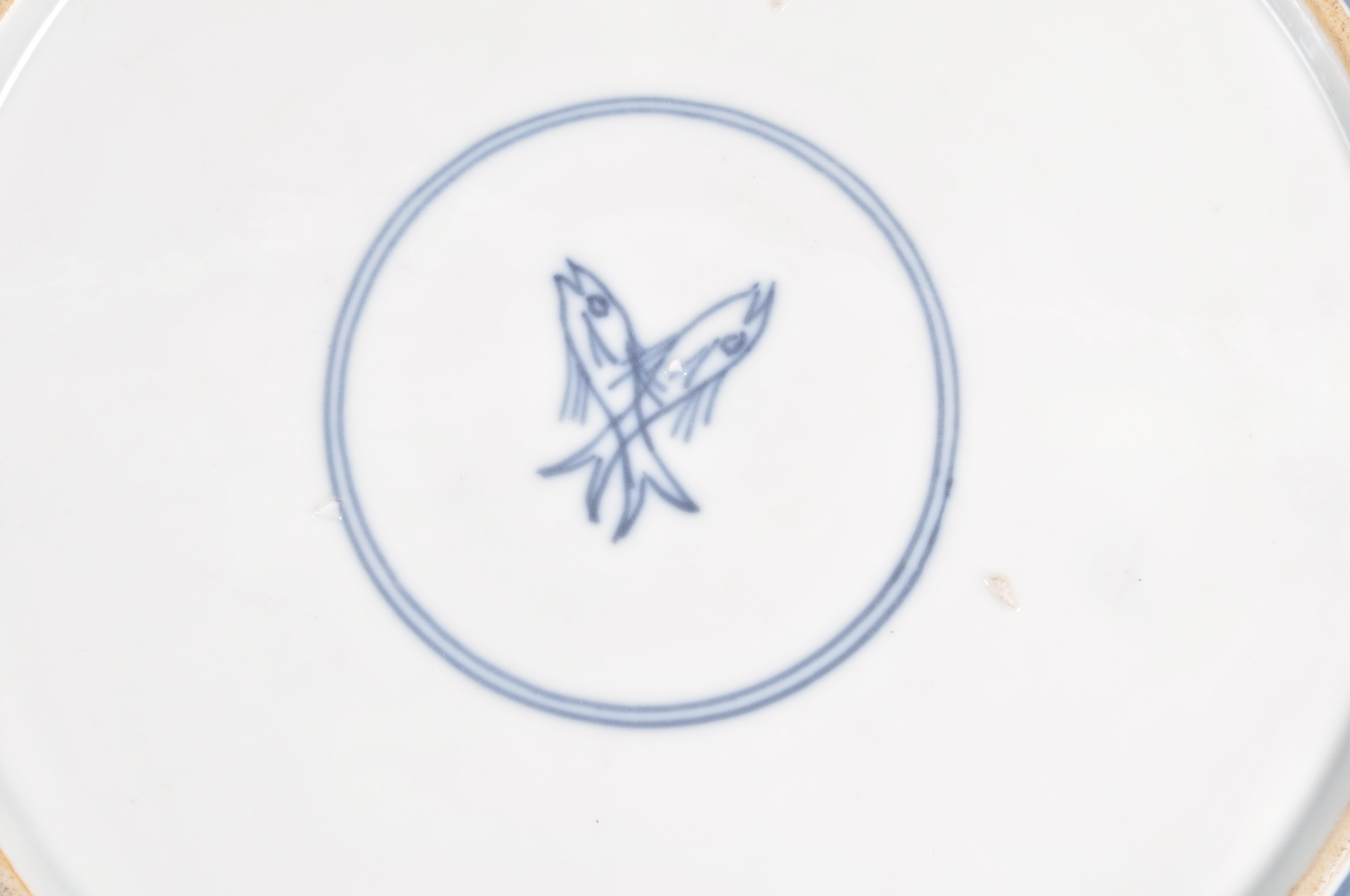 Lot 157 - BELIEVED CHINESE KANGXI BLUE POWDER PLATE WITH DOUBLE FISH MARK