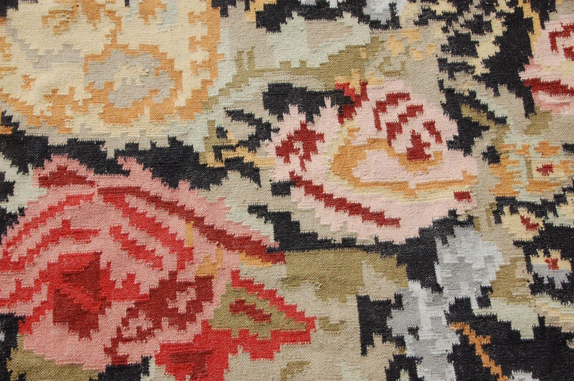 Los 1392 - An early 20th Century Chinese floor rug having bla
