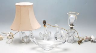 A collection of vintage and retro glass to include table lamp with a twist design, a pair of table