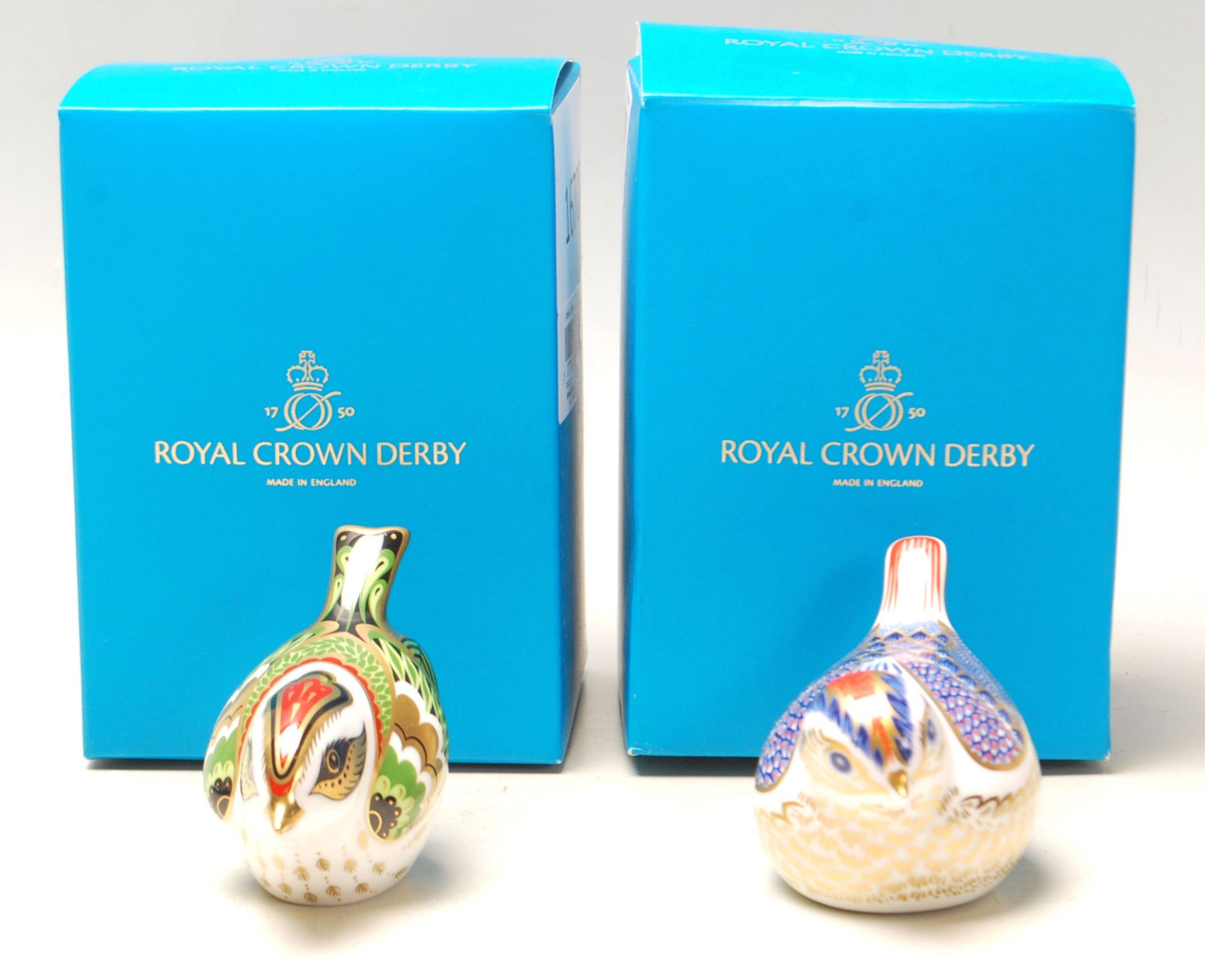 Los 24 - Two vintage Crown Derby bird paperweights in the Imari pattern, both having gold stoppers. Both