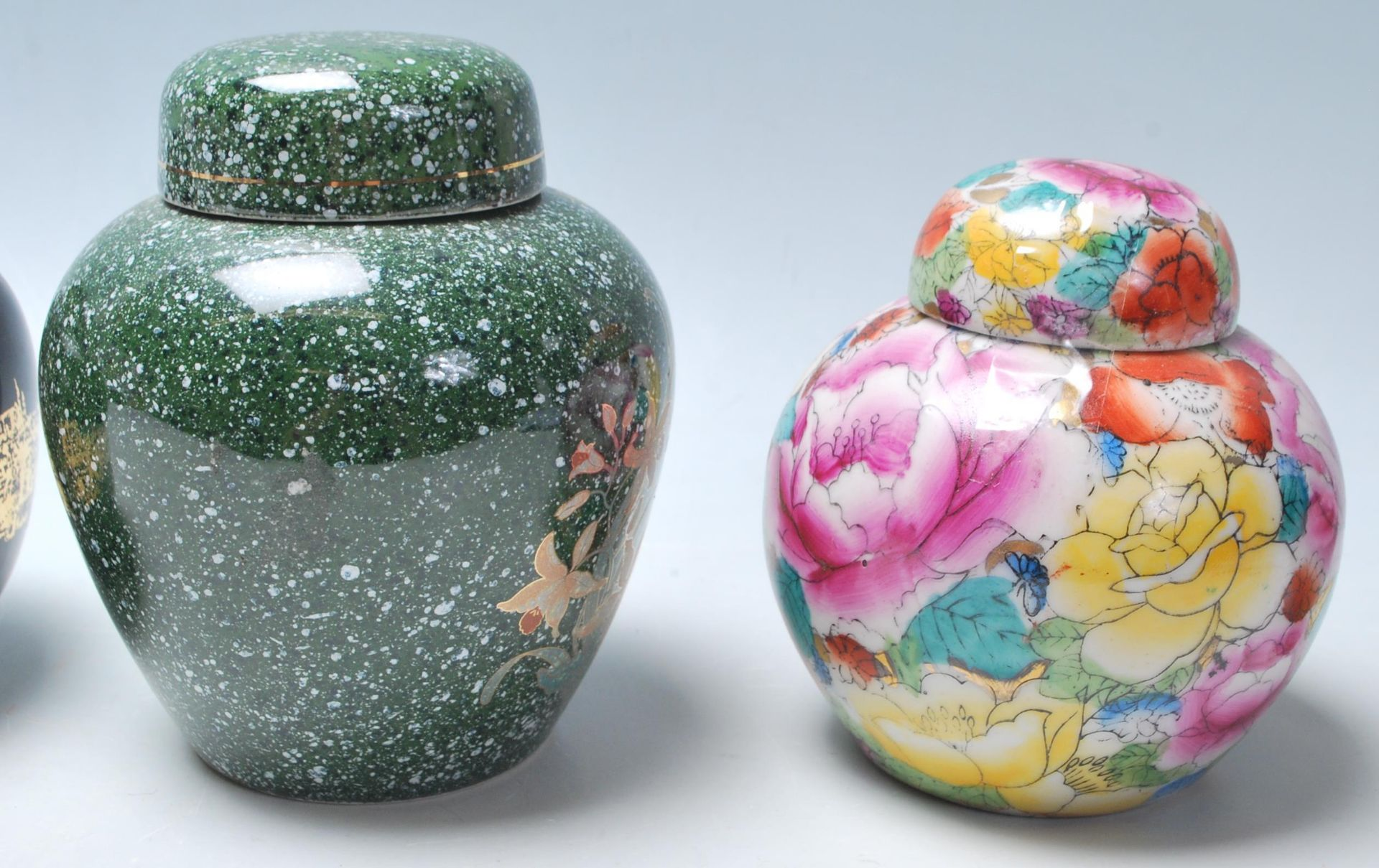 Los 85 - A group of 20th Century Chinese ginger jars of various styles to include blue and white floral