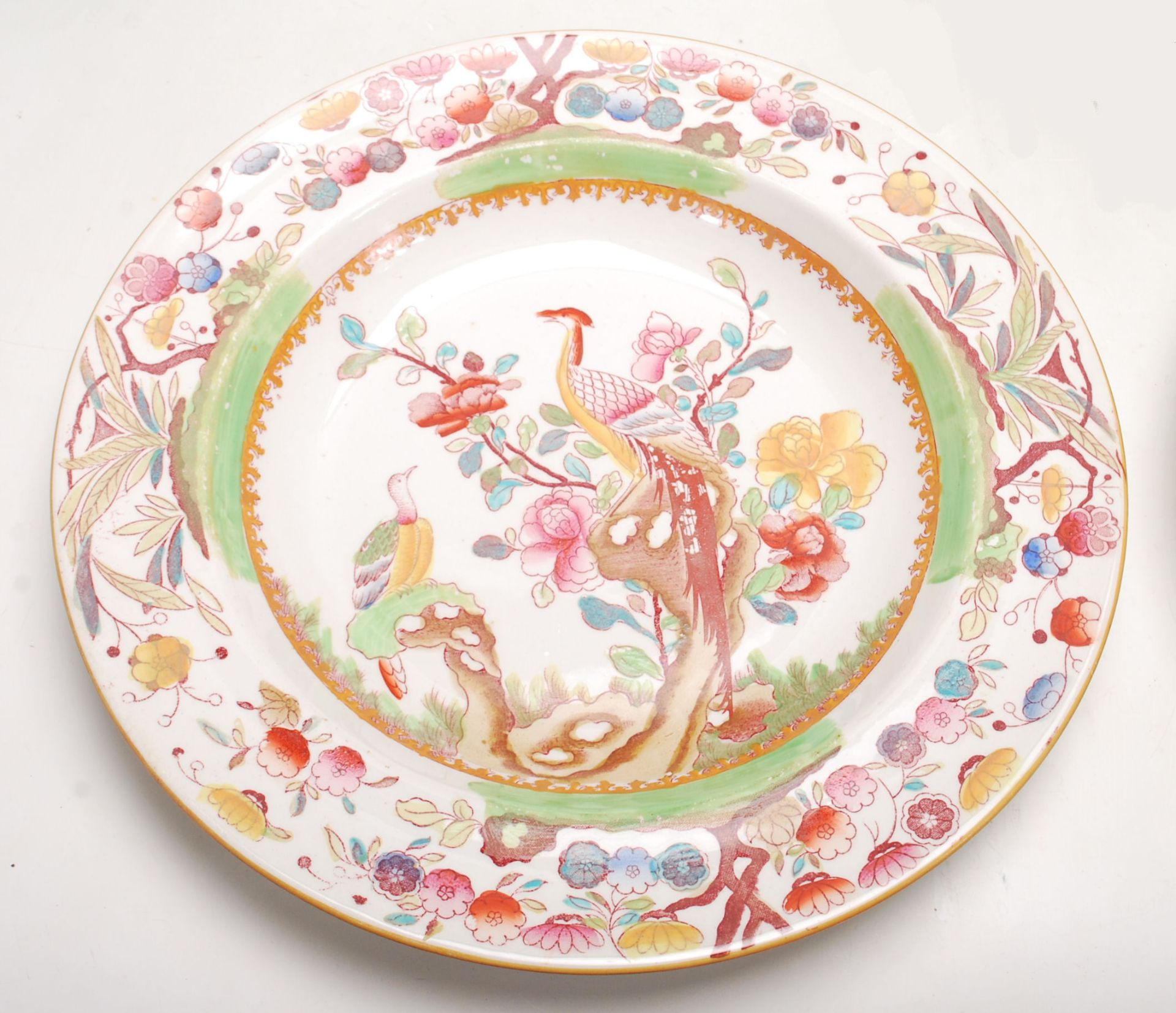 Los 3 - A quantity of 19th Century Mason's Ironstone china comprising of dining plates with typically floral