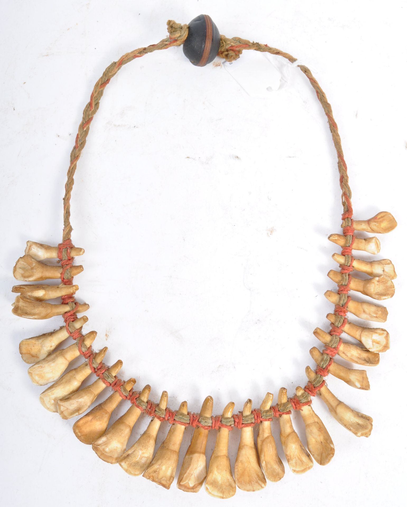 Los 289 - TRIBAL ANTIQUITIES - 19TH CENTURY AFRICAN TOOTH NECKLACE