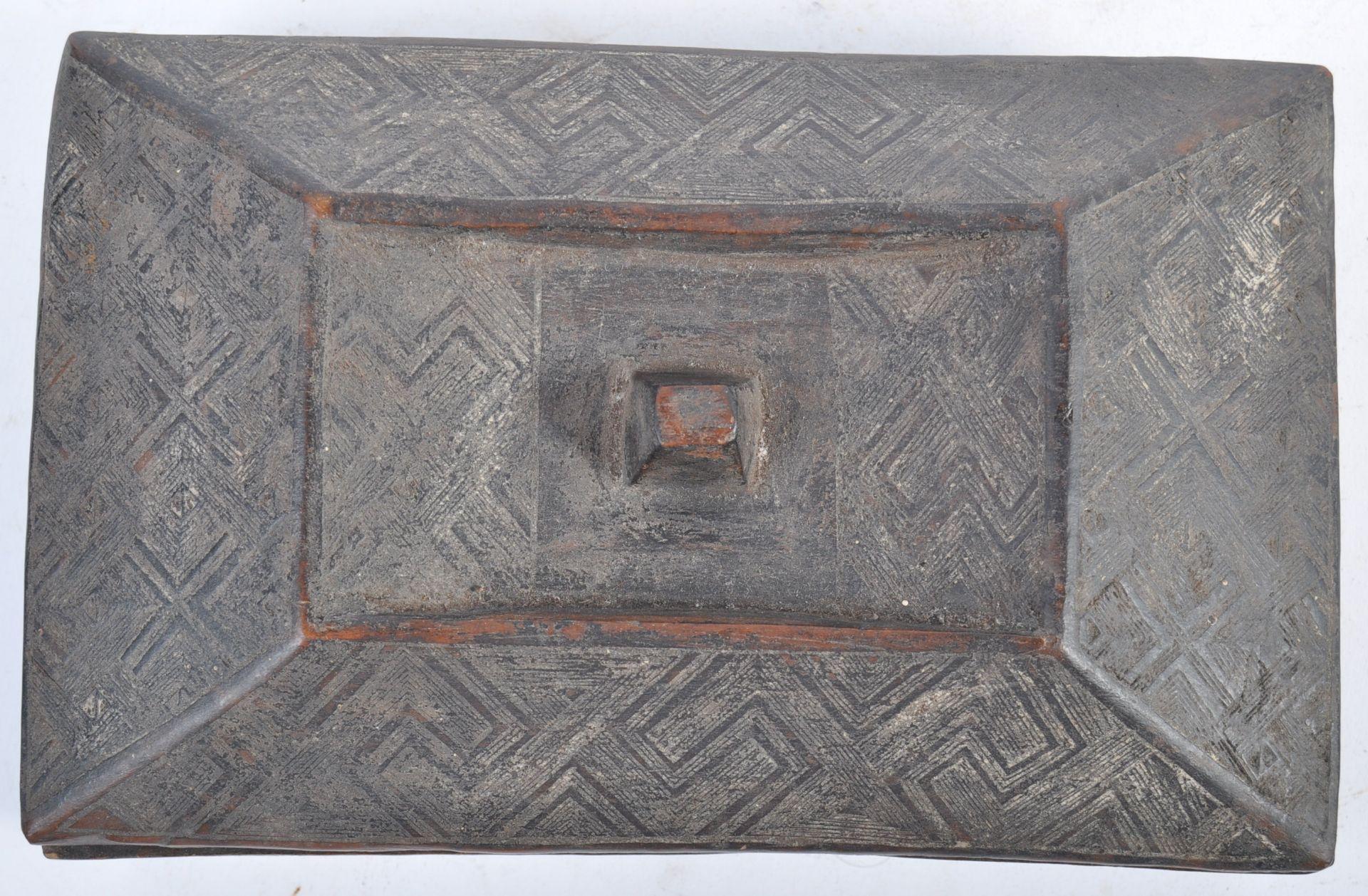Los 378 - TRIBAL ANTIQUITIES - 19TH CENTURY AFRICAN KUBA TUKULA POWDER BOX