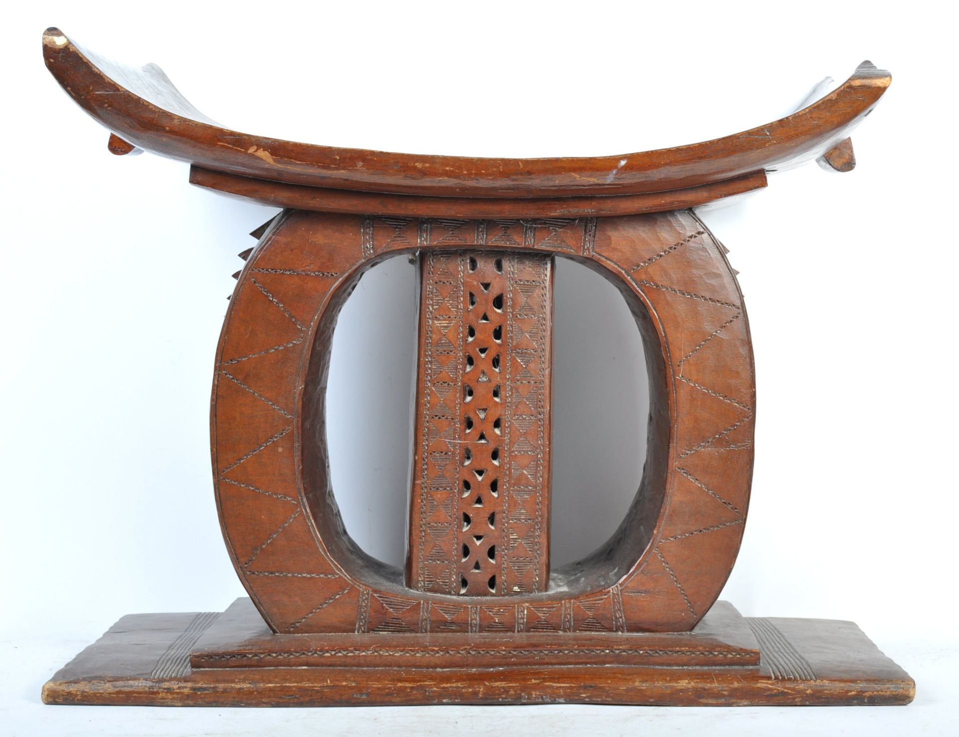 Los 590 - TRIBAL ANTIQUITIES - EARLY 20TH CENTURY ASHANTI TRIBAL STOOL