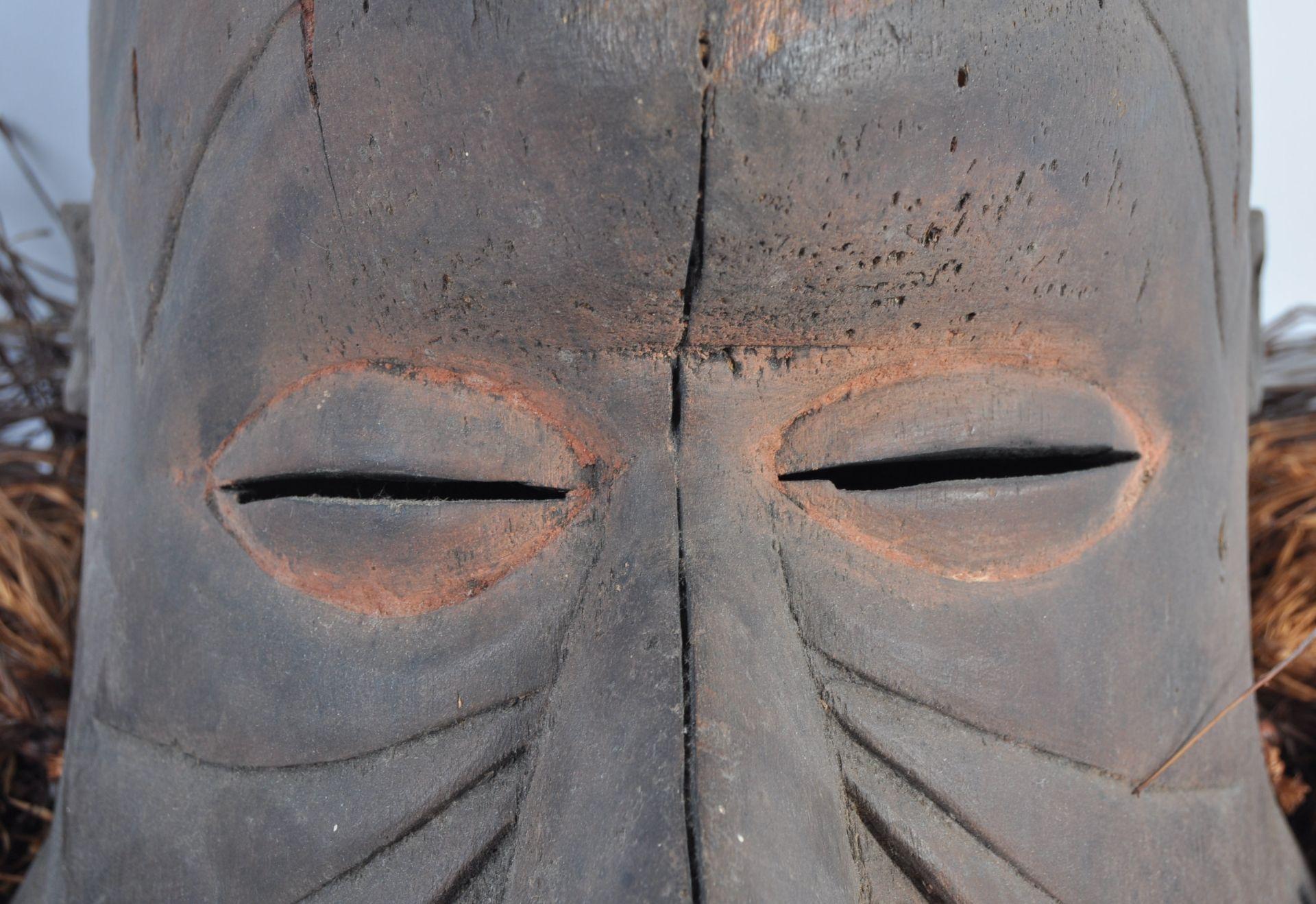 Los 335 - TRIBAL ANTIQUITIES - EARLY 20TH CENTURY KUBA BWOONG MASK