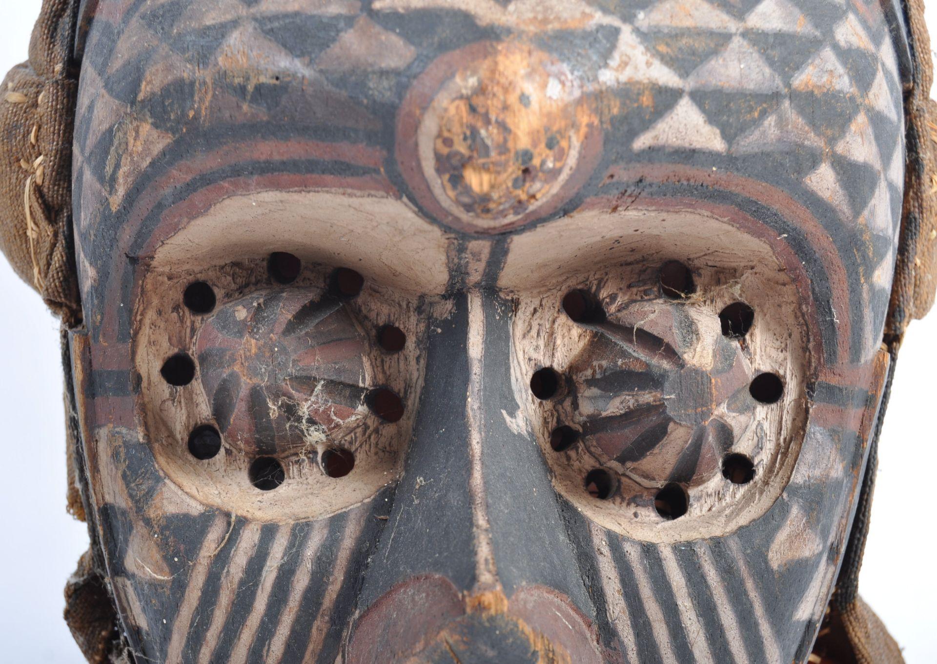 Los 385 - TRIBAL ANTIQUITIES - 19TH CENTURY CONGOLESE KUBA PWOOM ITOK MASK