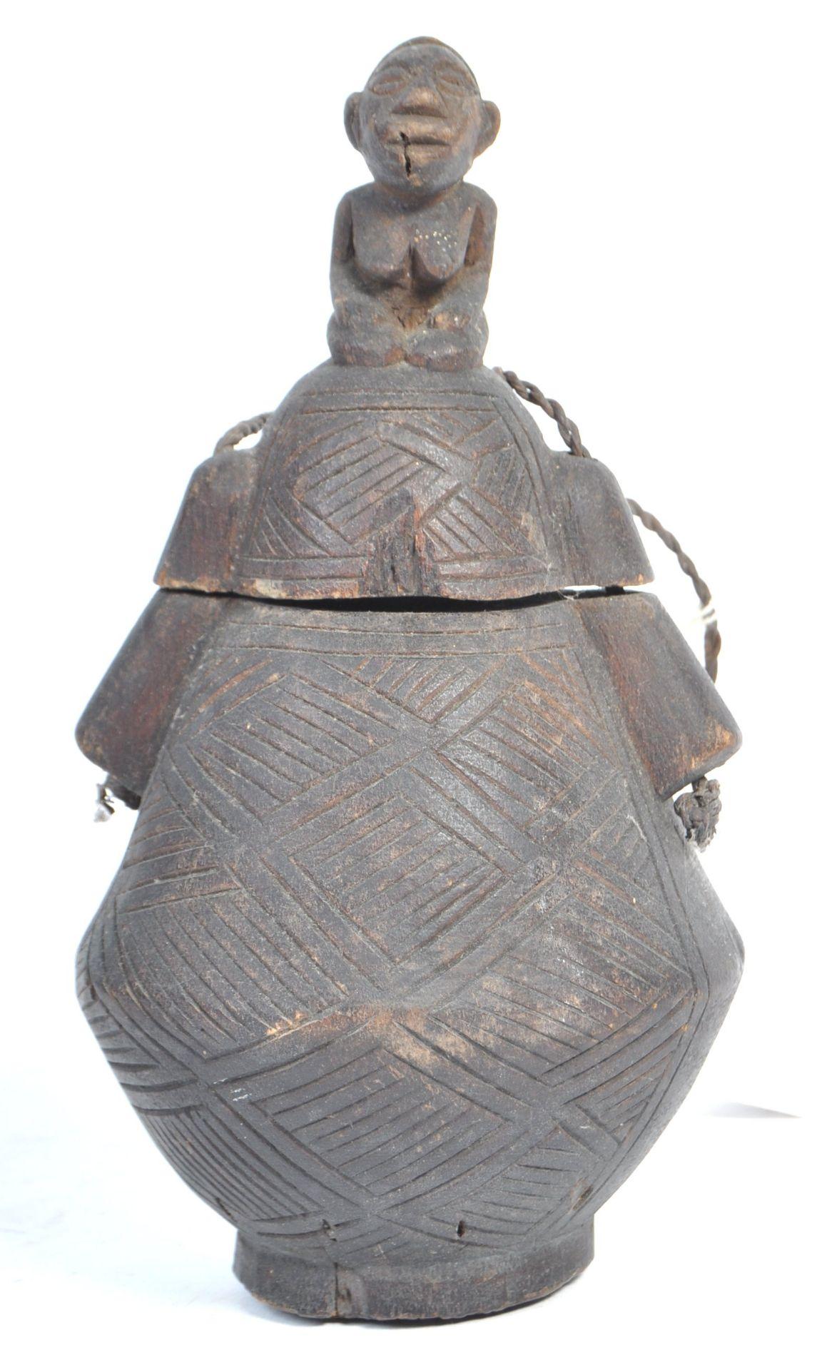 Los 541 - TRIBAL ANTIQUITIES - 19TH CENTURY AFRICAN ZAIRE KUBA POWDER FLASK
