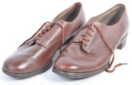 PAIR OF WWII WOMEN'S LAND ARMY LEATHER SHOES