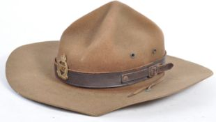 RARE WWII LRDG / NEW ZEALAND SLOUCH HAT & BADGE
