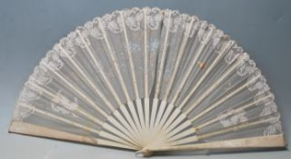 A late 19th / early 20th Century bone and lace han