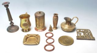 A COLLECTION OF EARLY 20TH CENTURY BRASS ITEMS