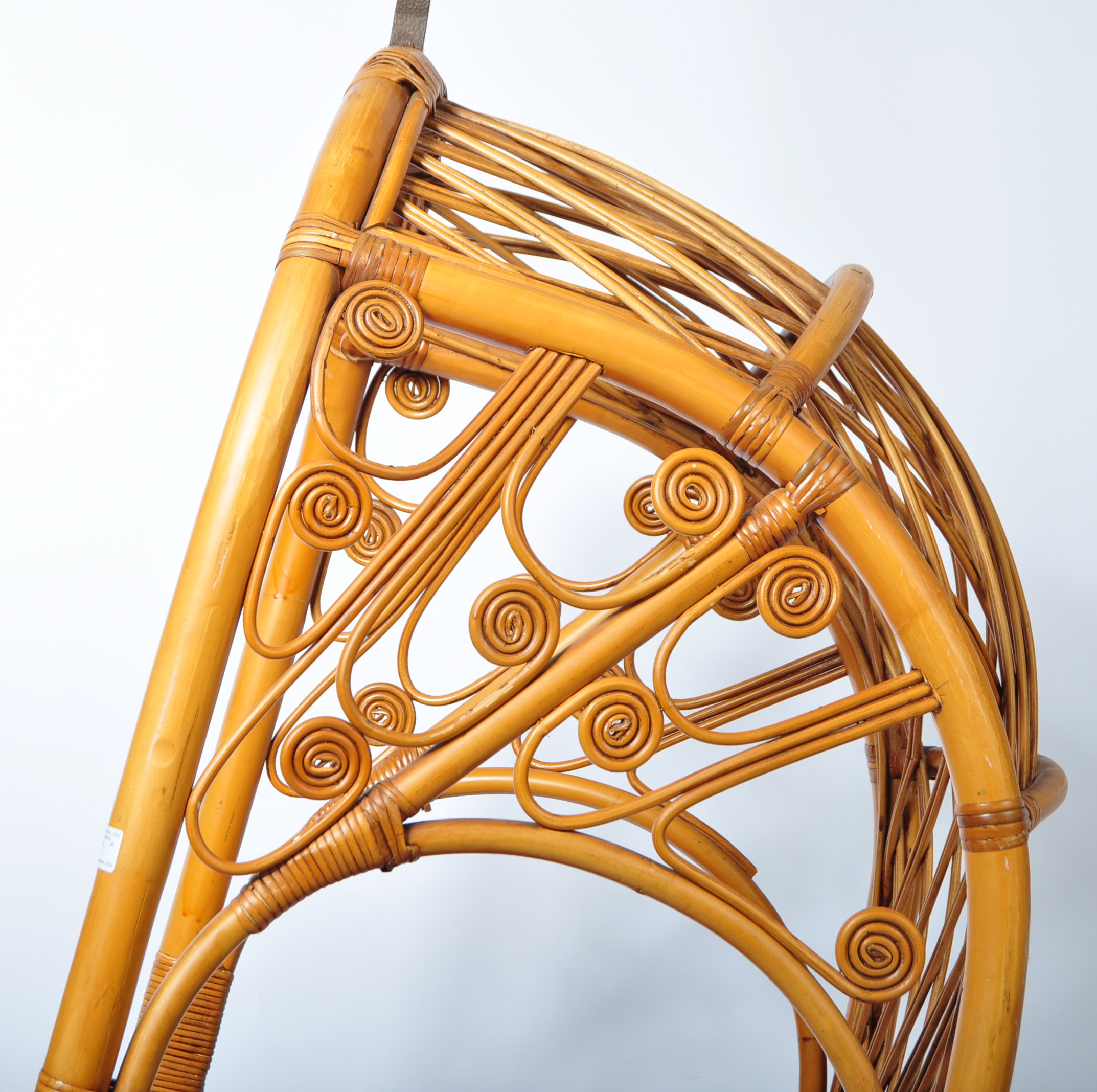 HANGING BASKET EGG SHAPED PENDULUM CHAIR OF WICKER CONSTRUCTION - Image 3 of 8