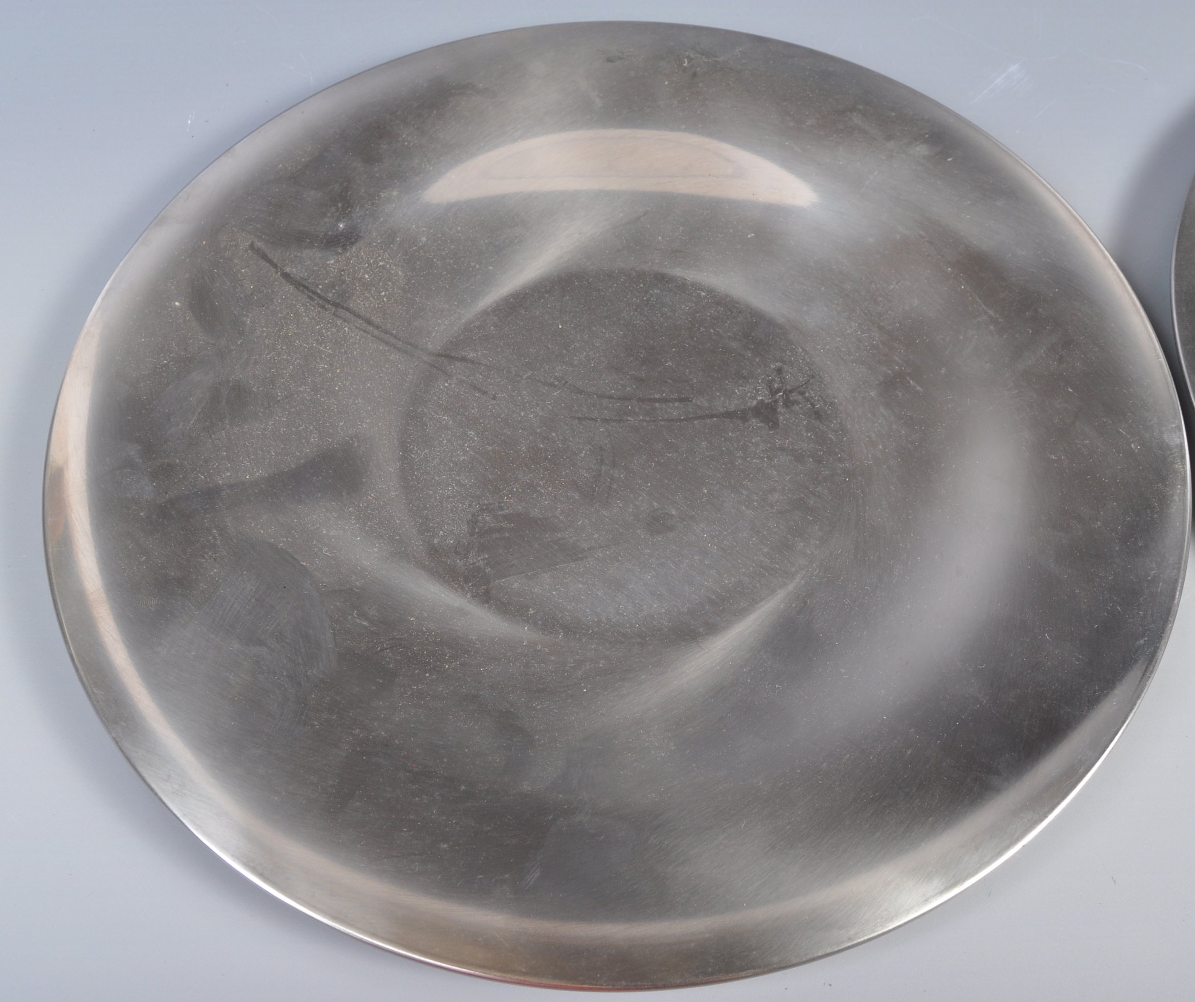PAIR OF DANISH STAINLESS STEEL PLATES BY LONE SACHS FOR LUNDTOFTE - Image 2 of 8