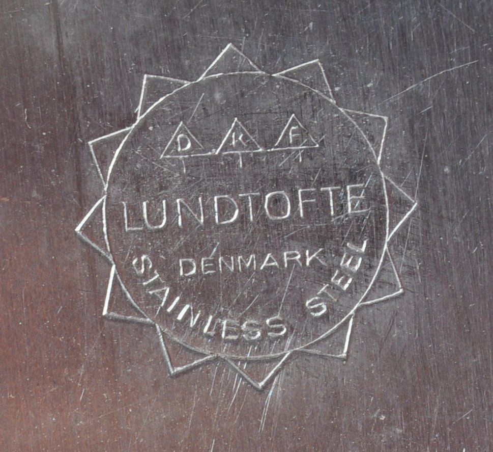 PAIR OF DANISH STAINLESS STEEL PLATES BY LONE SACHS FOR LUNDTOFTE - Image 8 of 8