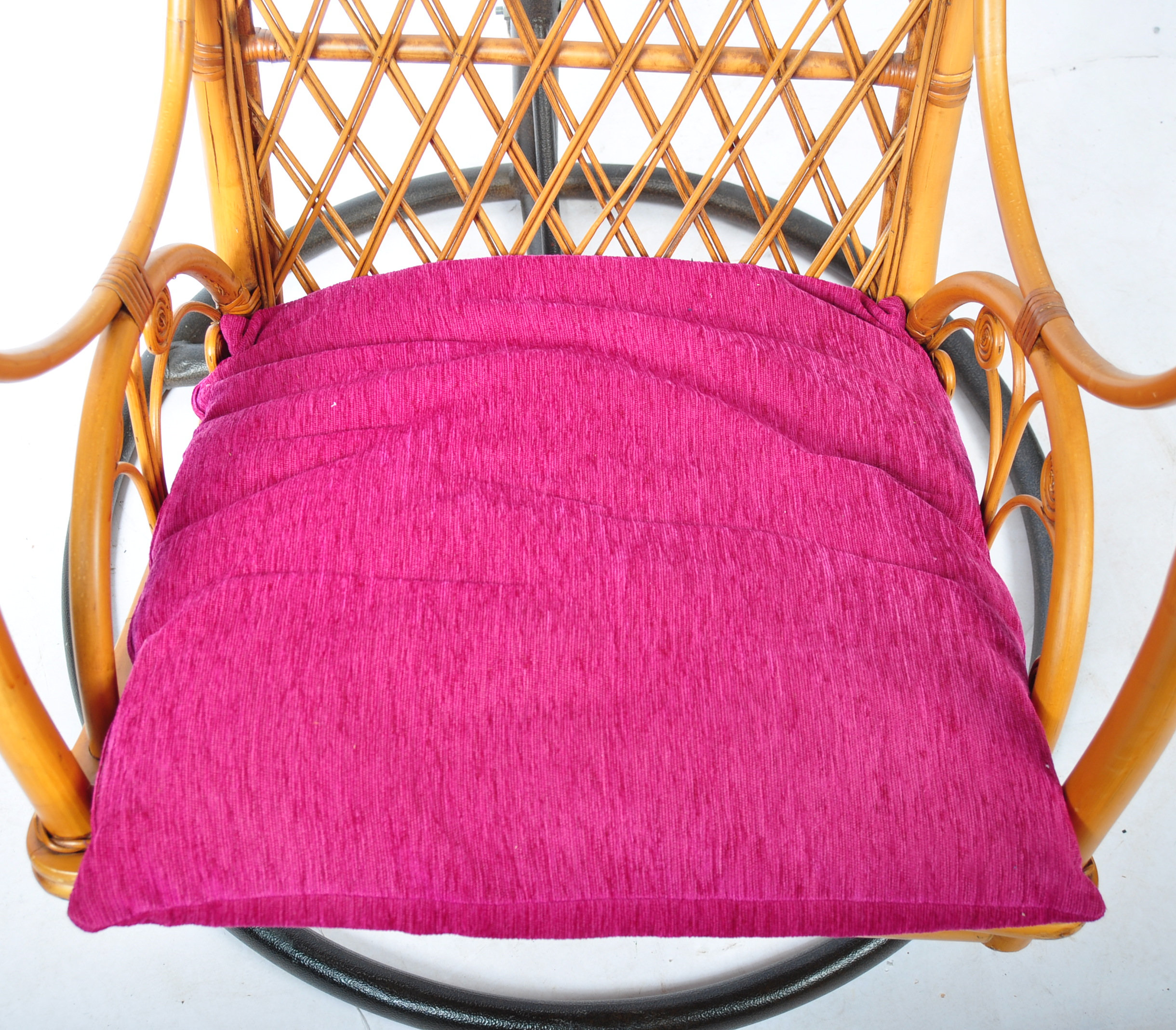 HANGING BASKET EGG SHAPED PENDULUM CHAIR OF WICKER CONSTRUCTION - Image 8 of 8