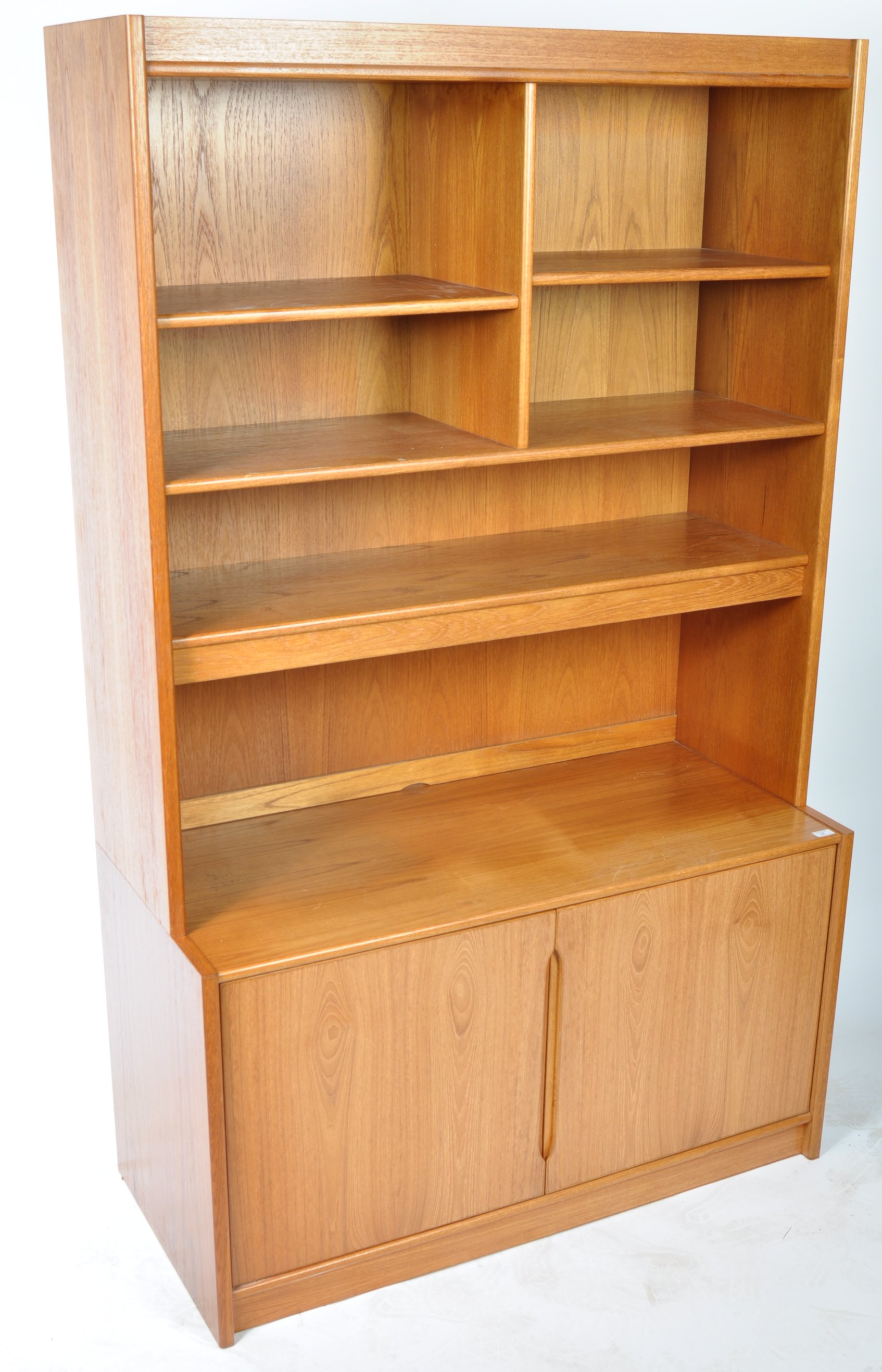 Lot 54 - QUALITY MID CENTURY TEAK ROOM UNIT IN THE MANNER OF POUL HUNDEVAD