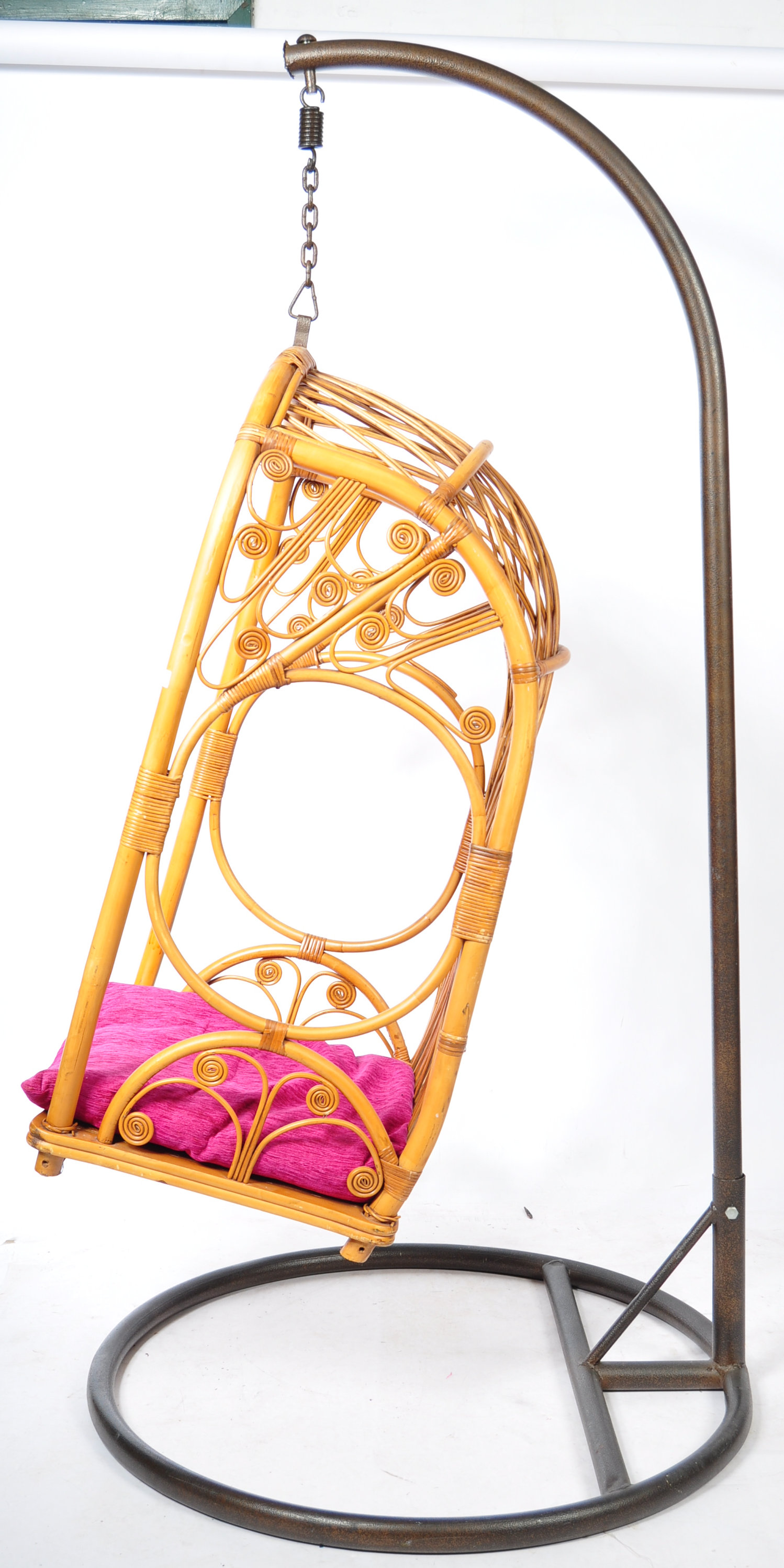 HANGING BASKET EGG SHAPED PENDULUM CHAIR OF WICKER CONSTRUCTION - Image 2 of 8