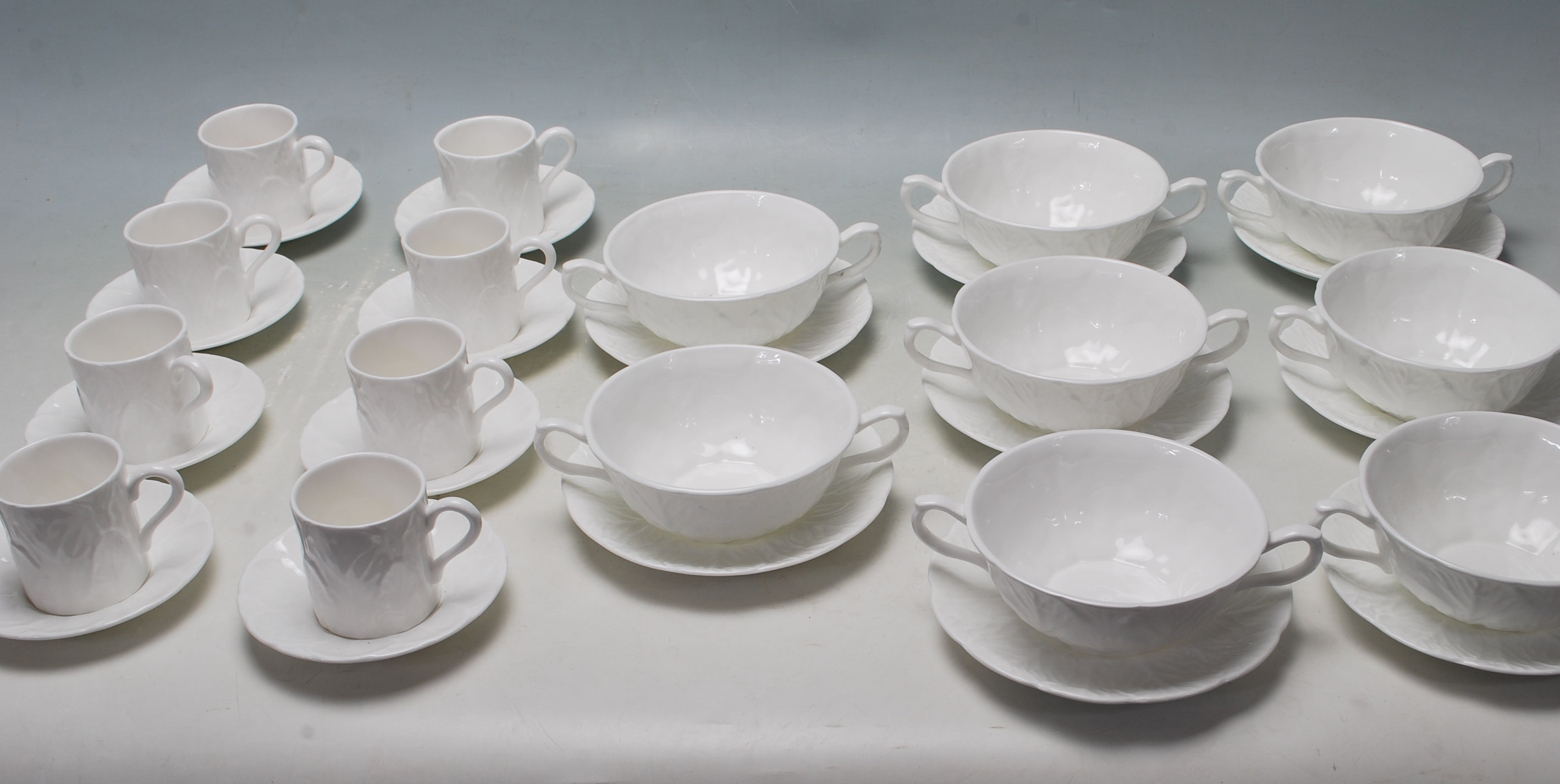 A VINTAGE WEDGEWOOD COUNTRYWARE TEA SERVICE TO INCLUDE CUP AND SAUCERS AND...