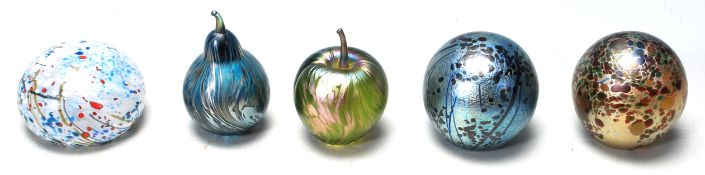 COLLECTION ISLE OF WIGHT STUDIO ART GLASS PAPERWEIGHTS