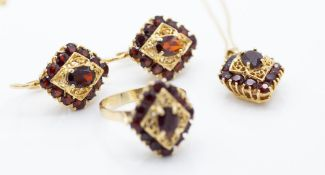 14ct Gold & Garnet Jewellery Suite - Ring - Earrings & Necklace