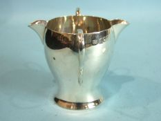 A two-handled double-spouted cream jug, London 1900, ___2½oz.