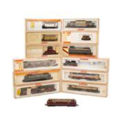 ARNOLD Konvolut Lokomotiven und Güterwagen, Spur N, bestehend aus Diesellok 2035, BN 221 151-0 (