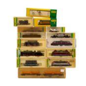 MINITRIX Konvolut 9 Lokomotiven und 5 Güterwagen, Spur N, bestehend aus 3 Tenderloks 12833, 12053,