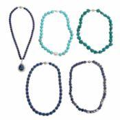 5 Steinketten,dabei 1 x mit Lapis Lazuli, leichte Gebrauchsspuren.5 stone chai