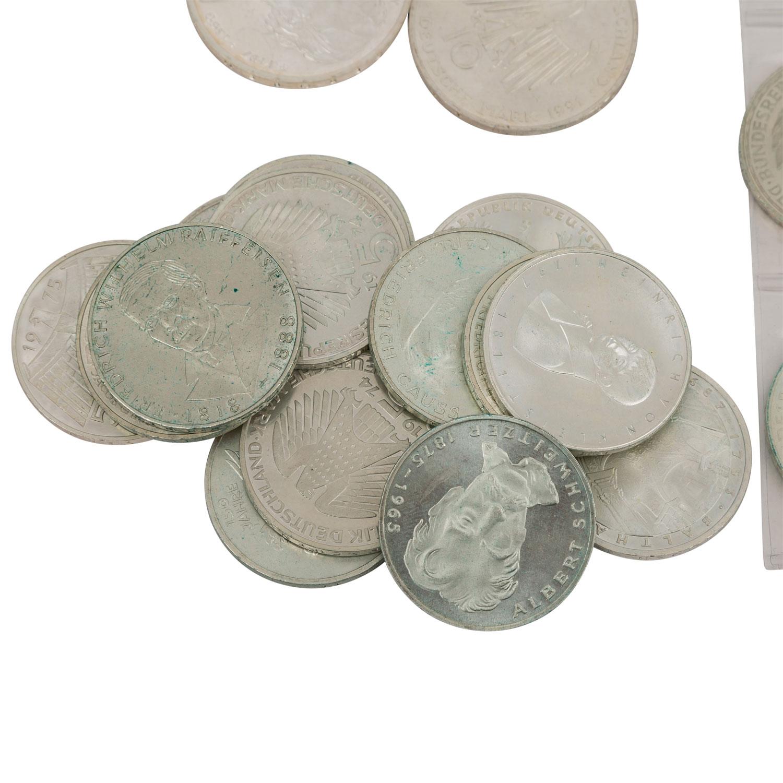 Lot 2005 - SILBER - ca. 834 Gramm in Form von:10 x 10 DM (ab 1998), 39 x 10 DM (bis einschl. 1997), 43 x 5