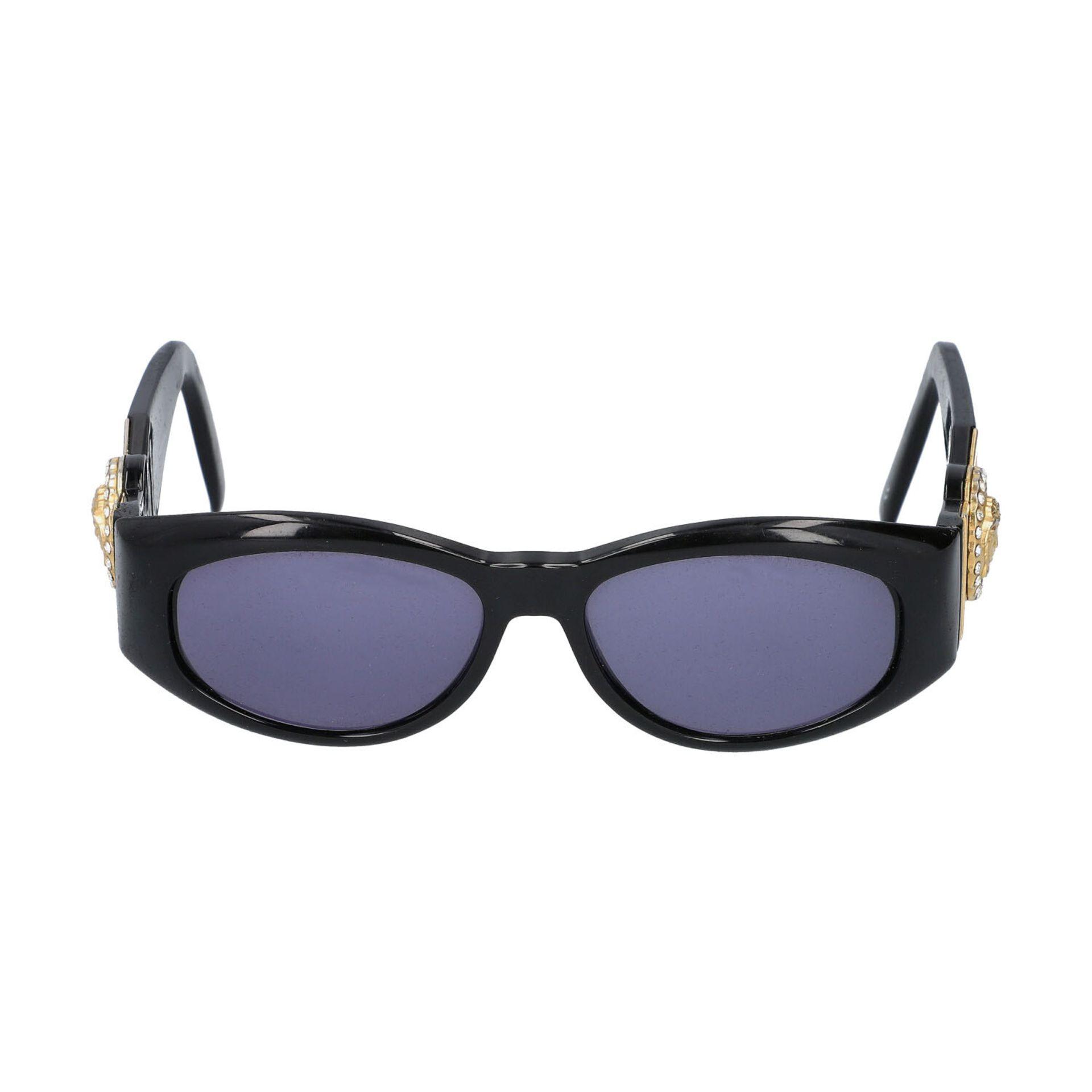 """GIANNI VERSACE VINTAGE Sonnenbrille """"MOD 424/C COL.852"""".Kunststoffgestell in Schwarz mit dekorativen"""