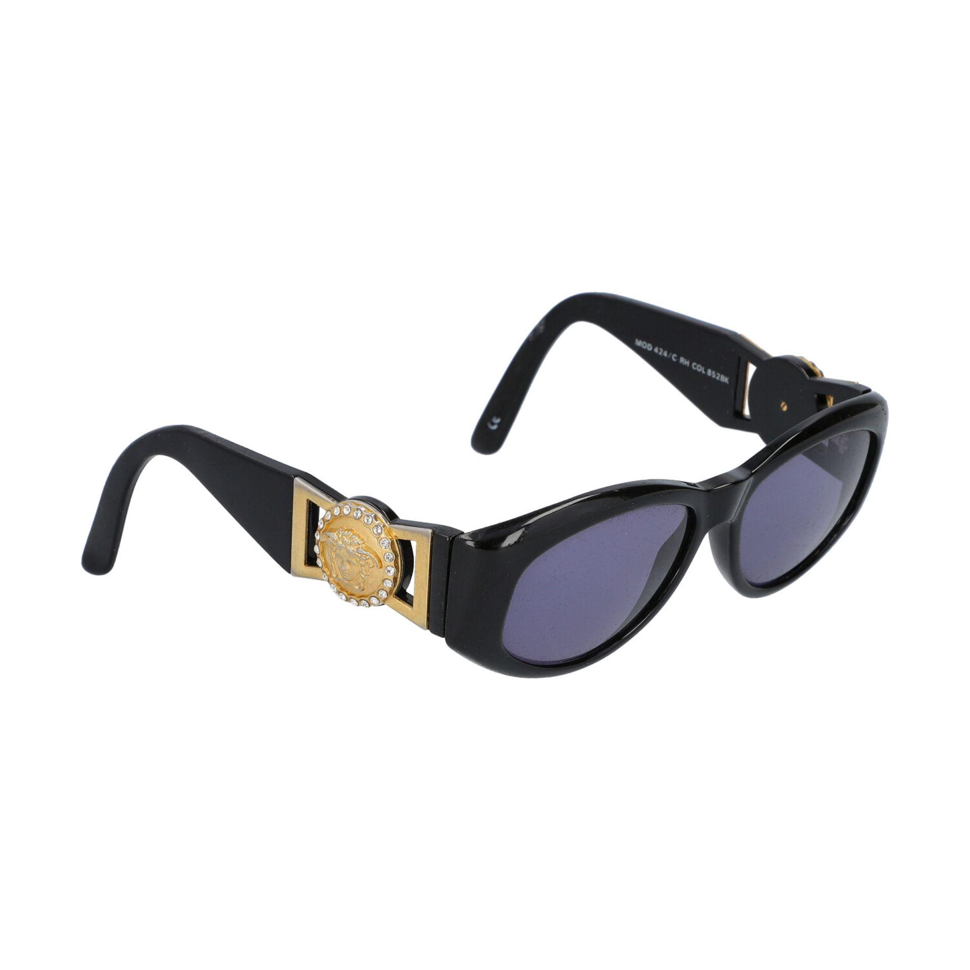 """GIANNI VERSACE VINTAGE Sonnenbrille """"MOD 424/C COL.852"""".Kunststoffgestell in Schwarz mit dekorativen - Bild 2 aus 4"""
