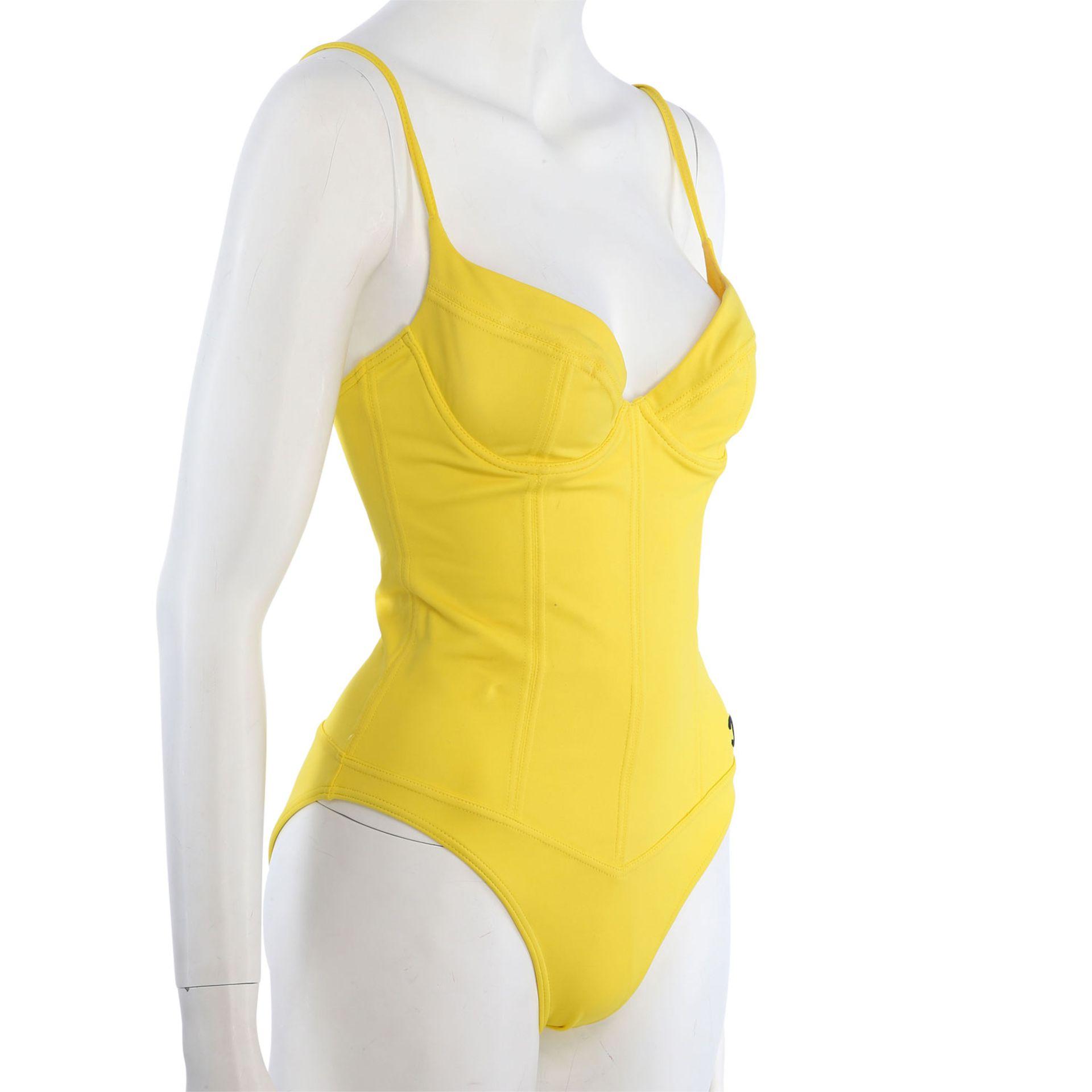 CHANEL VINTAGE Badeanzug, Gr. 38/40.NP. ca.: 1.500,-€. Gelbes Modell mit Teilungsnähten und - Bild 2 aus 4