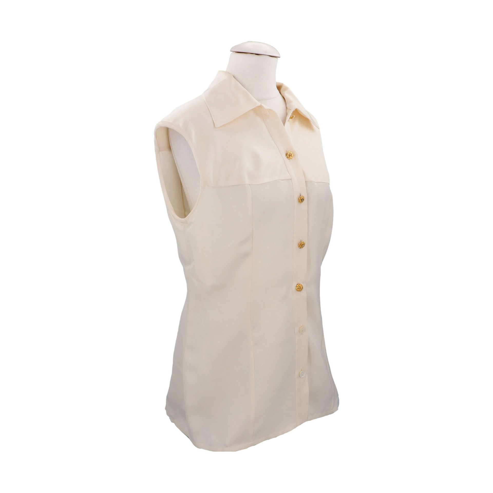 CHANEL BOUTIQUE Bluse, Gr. 42.Herstellergröße 44. Cremefarbenes Seiden-Modell mit Umlegekragen und - Bild 2 aus 4