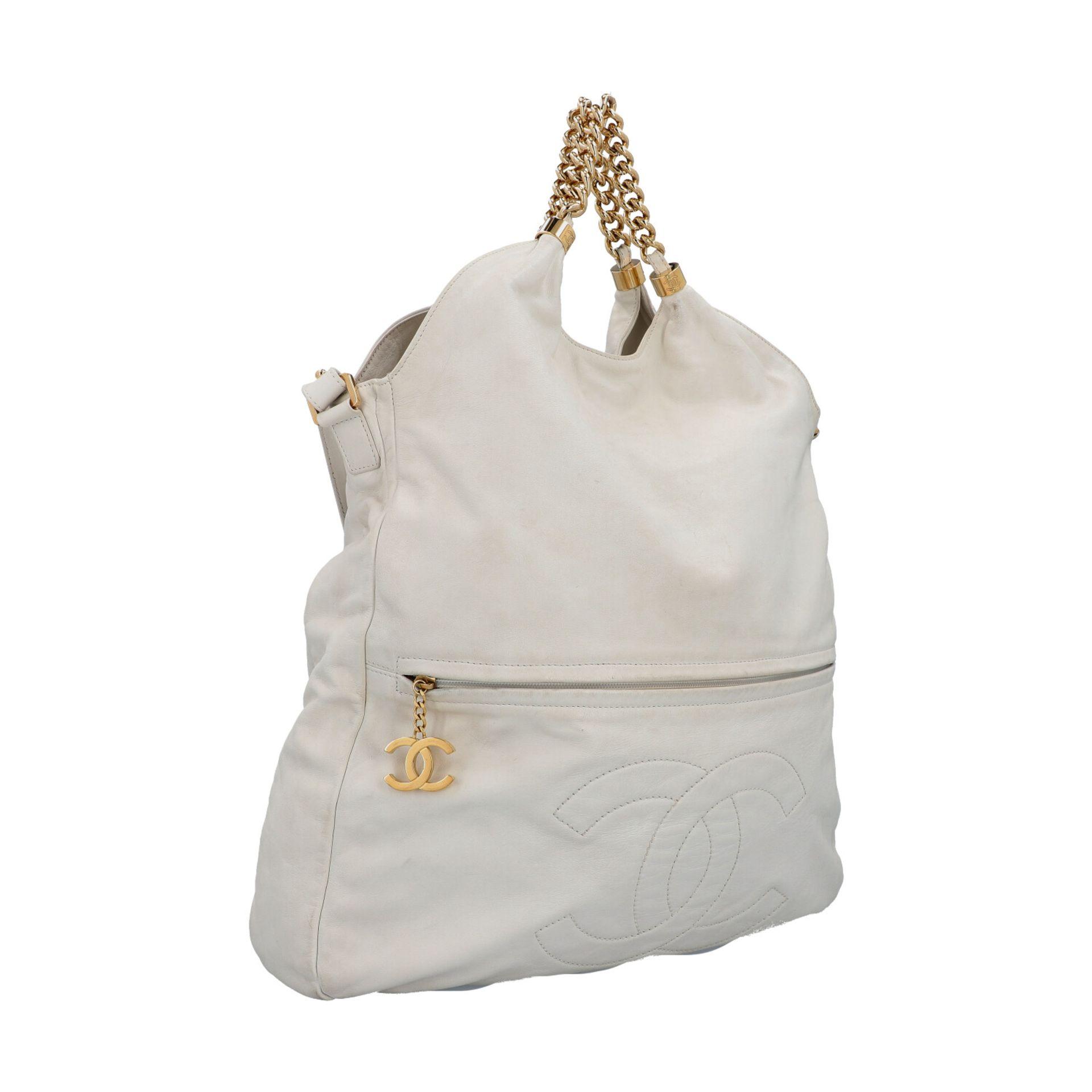 CHANEL Shoppertasche, Koll. 2006/2008.Hobo Bag aus weißem Leder mit goldfarbener Hardware, Front mit - Bild 2 aus 8
