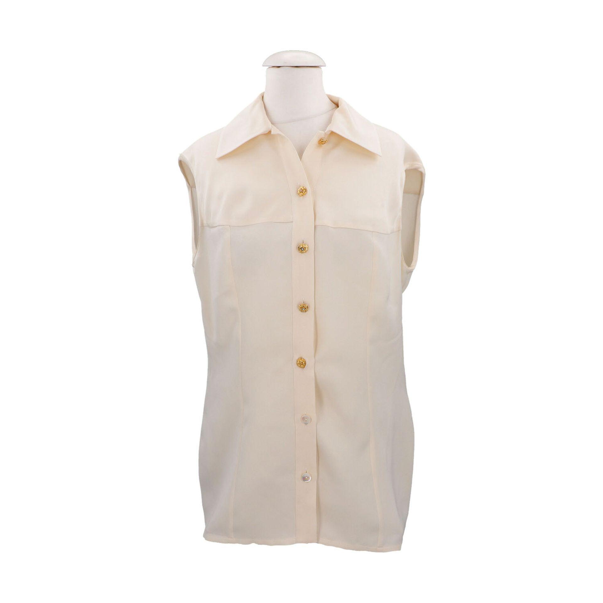 CHANEL BOUTIQUE Bluse, Gr. 42.Herstellergröße 44. Cremefarbenes Seiden-Modell mit Umlegekragen und