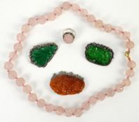 § A rose-quartz necklace with 35 beads, about 52 cm long; together with a white-metal mounted rose-