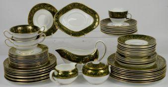 Wedgwood Florentine dinner service with gilded decoration on green banded rim 23cm diam dinner