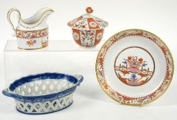 Early 19th Century Spode sauce boat, h12cm and shallow dish in the Kakiemon style, 21cm diam, 18th