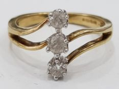 9CT YELLOW GOLD RING WITH TRIPLE DIAMONDS SETTING, 2.9G GROSS, SIZE N1/2
