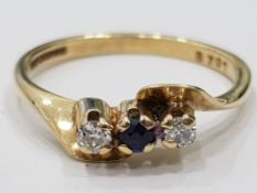 9CT YELLOW GOLD DIAMOND AND SAPPHIRE THREE STONE RING, 1.9G SIZE M1/2