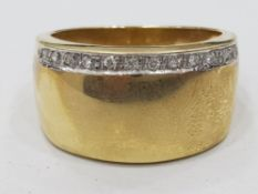 9CT YELLOW GOLD BAND WITH STONED EDGE, 4.5G SIZE O