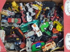 MIXED BOX OF LOTS OF DIE CAST VEHICLES